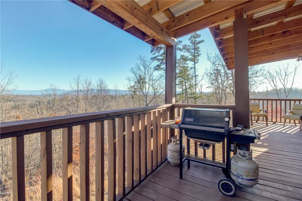 Photo of a Sevierville Cabin named Bear Hollow Lodge - This is the thirty-fourth photo in the set.