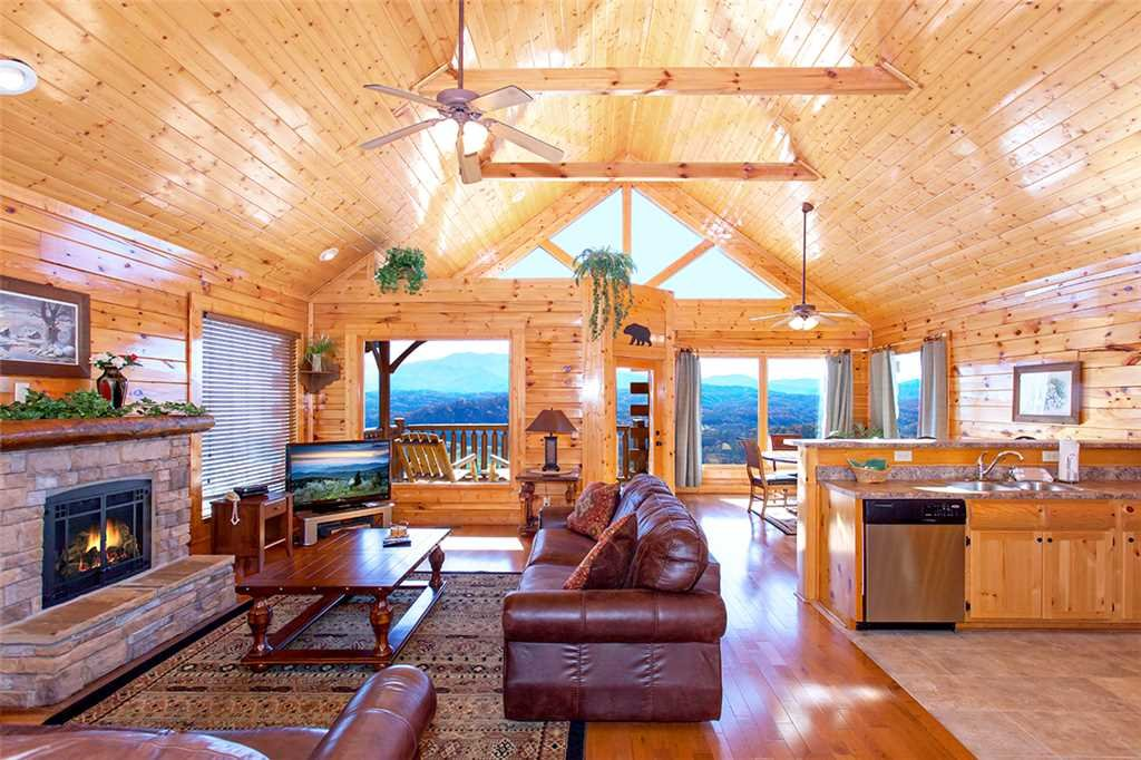 Photo of a Pigeon Forge Cabin named Spellbound - This is the second photo in the set.