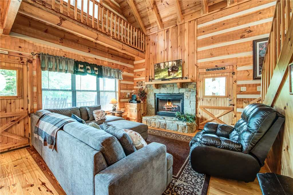 Photo of a Sevierville Cabin named Oh The View - This is the first photo in the set.
