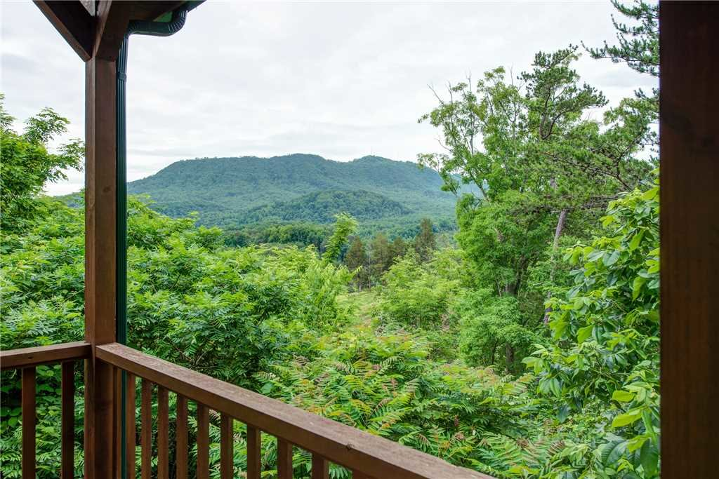 Photo of a Sevierville Cabin named Oh The View - This is the second photo in the set.