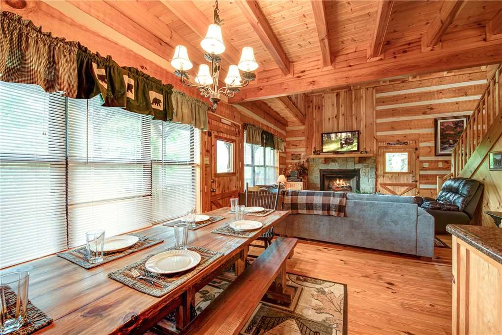 Photo of a Sevierville Cabin named Oh The View - This is the fourth photo in the set.