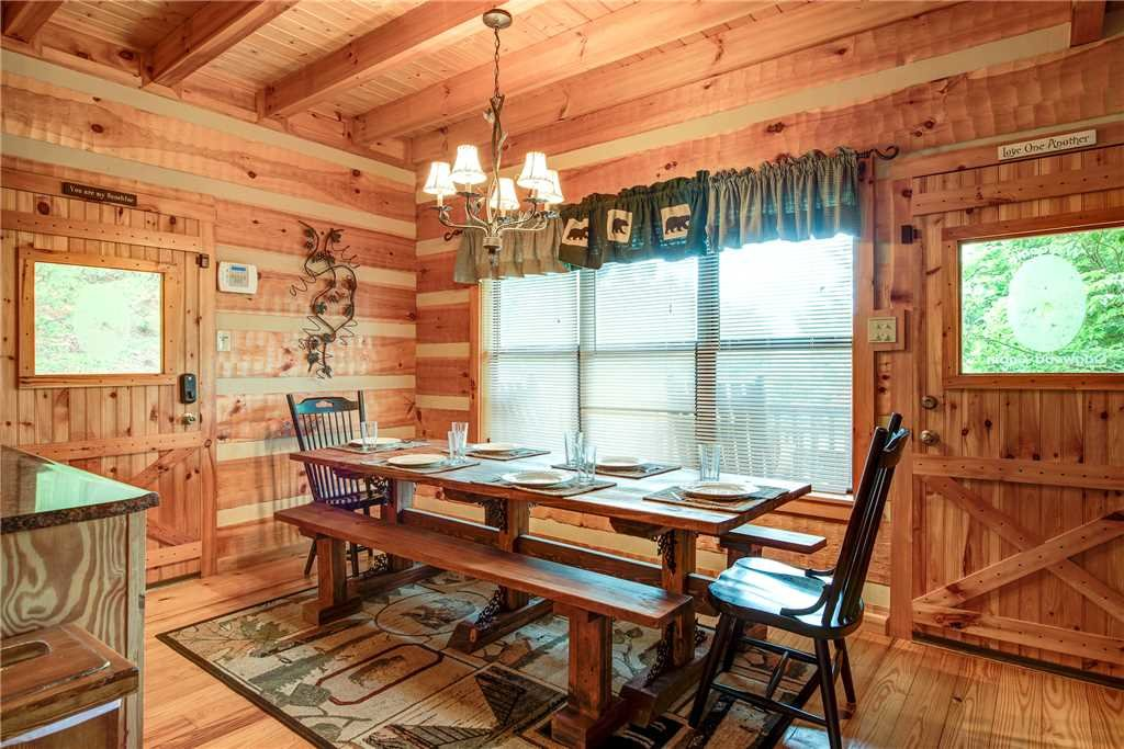 Photo of a Sevierville Cabin named Oh The View - This is the fifth photo in the set.