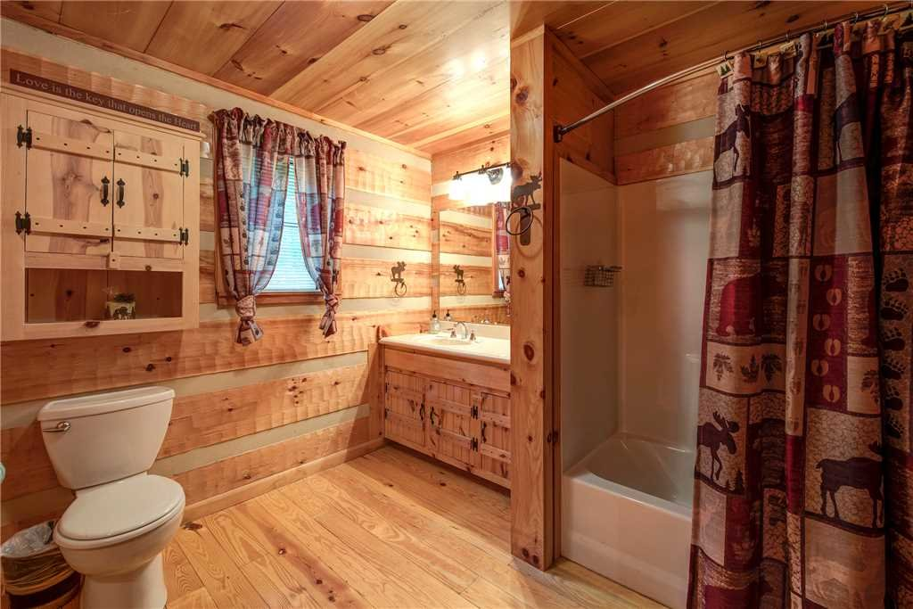 Photo of a Sevierville Cabin named Oh The View - This is the thirteenth photo in the set.