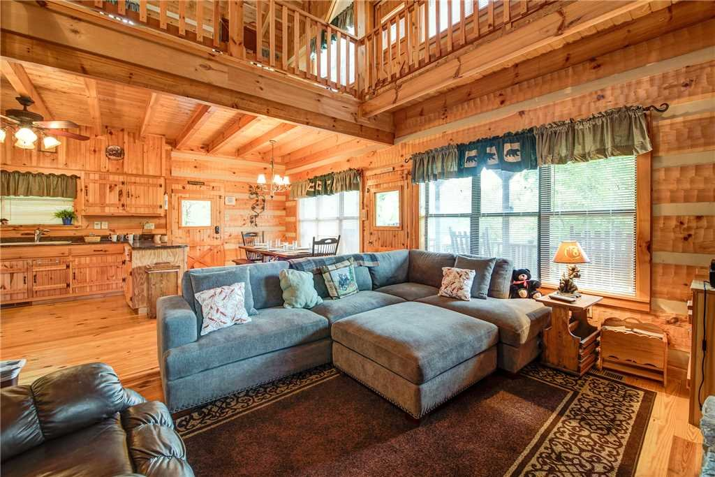Photo of a Sevierville Cabin named Oh The View - This is the third photo in the set.