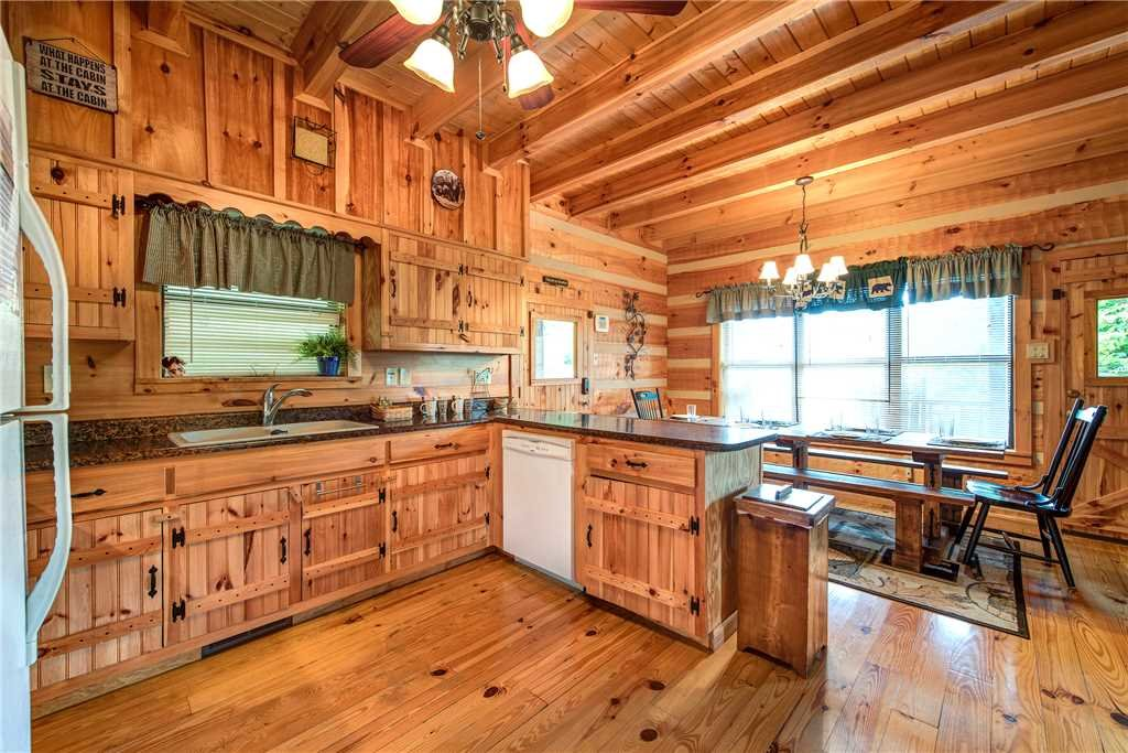 Photo of a Gatlinburg Cabin named Oh The View - This is the sixth photo in the set.