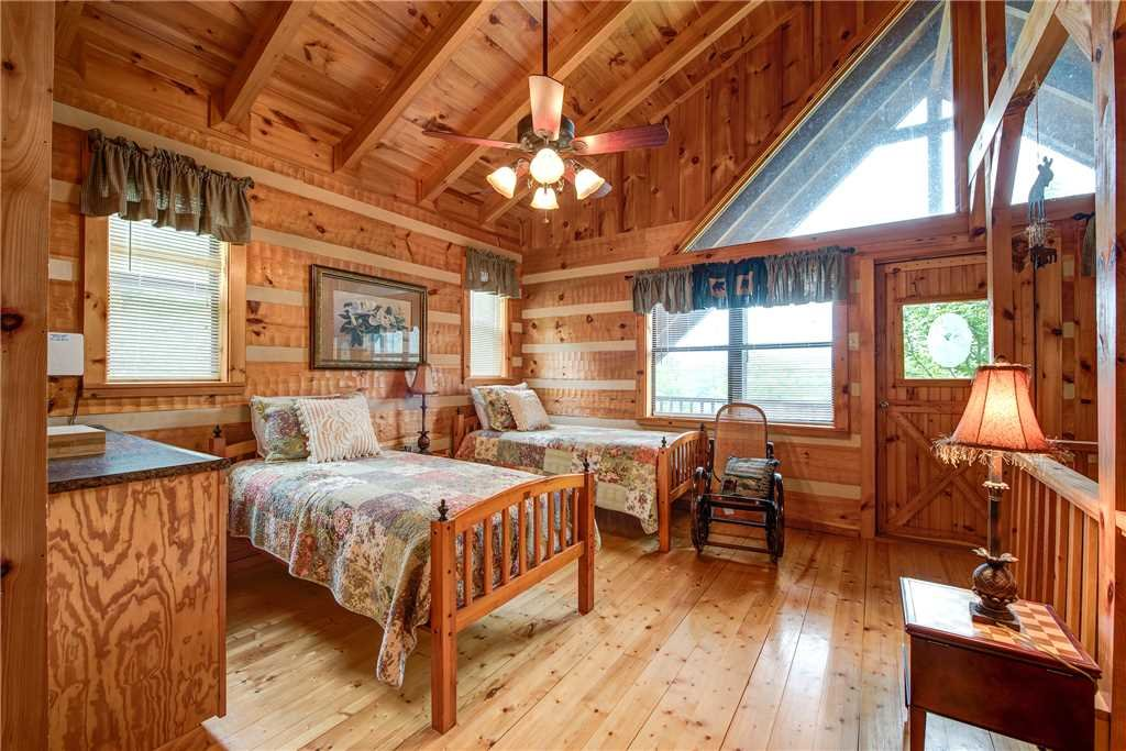 Photo of a Sevierville Cabin named Oh The View - This is the seventeenth photo in the set.
