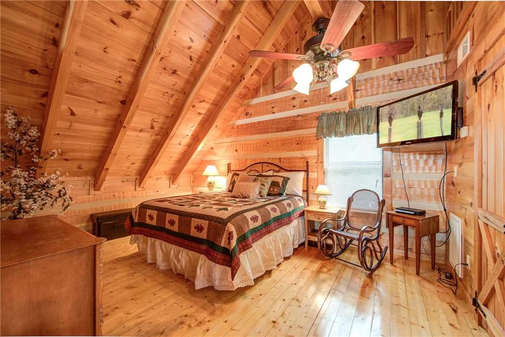 Photo of a Gatlinburg Cabin named Oh The View - This is the nineteenth photo in the set.