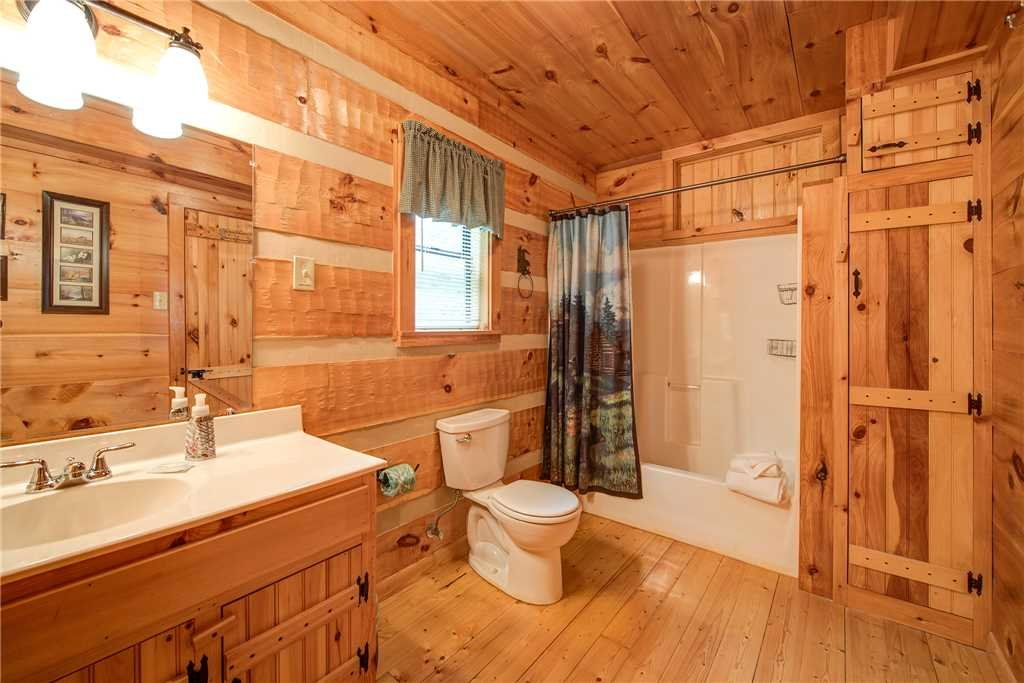 Photo of a Gatlinburg Cabin named Oh The View - This is the twenty-first photo in the set.