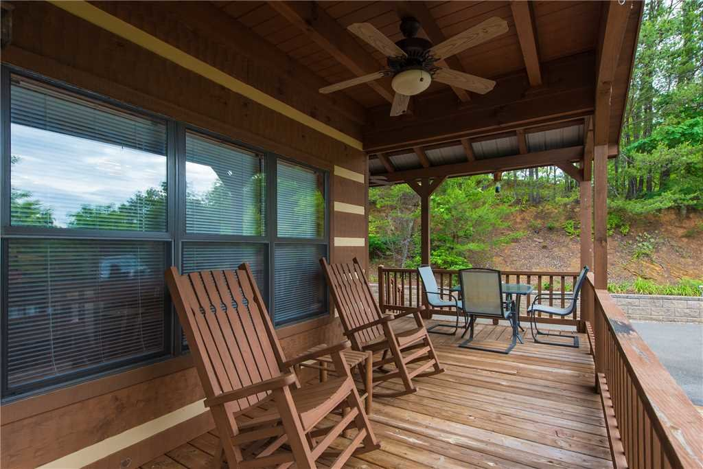 Photo of a Gatlinburg Cabin named Oh The View - This is the twenty-fourth photo in the set.