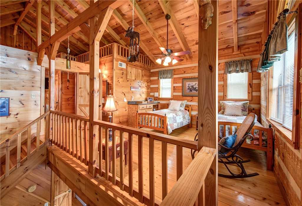 Photo of a Gatlinburg Cabin named Oh The View - This is the eighteenth photo in the set.