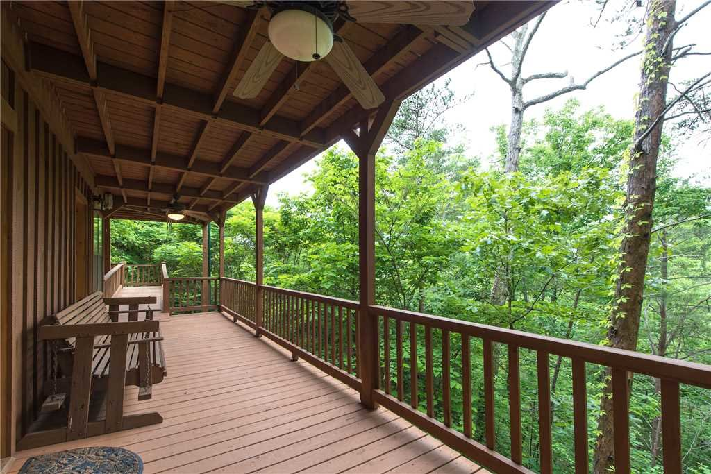 Photo of a Gatlinburg Cabin named Oh The View - This is the twenty-fifth photo in the set.