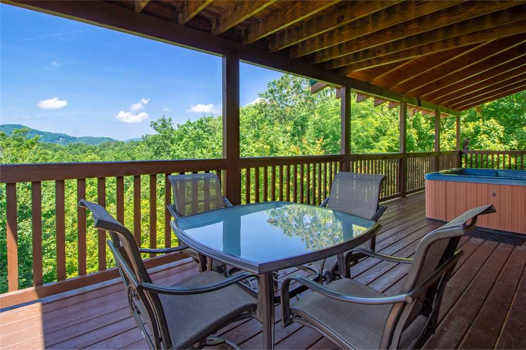 Photo of a Pigeon Forge Cabin named Lookout Ridge - This is the twenty-sixth photo in the set.