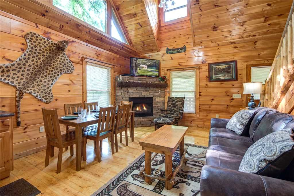 Photo of a Gatlinburg Cabin named Cabin Of Dreams - This is the second photo in the set.