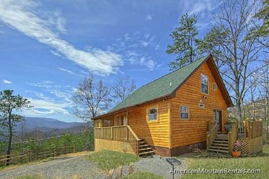 Pristine Cabin with wrap-around deck & mountain views