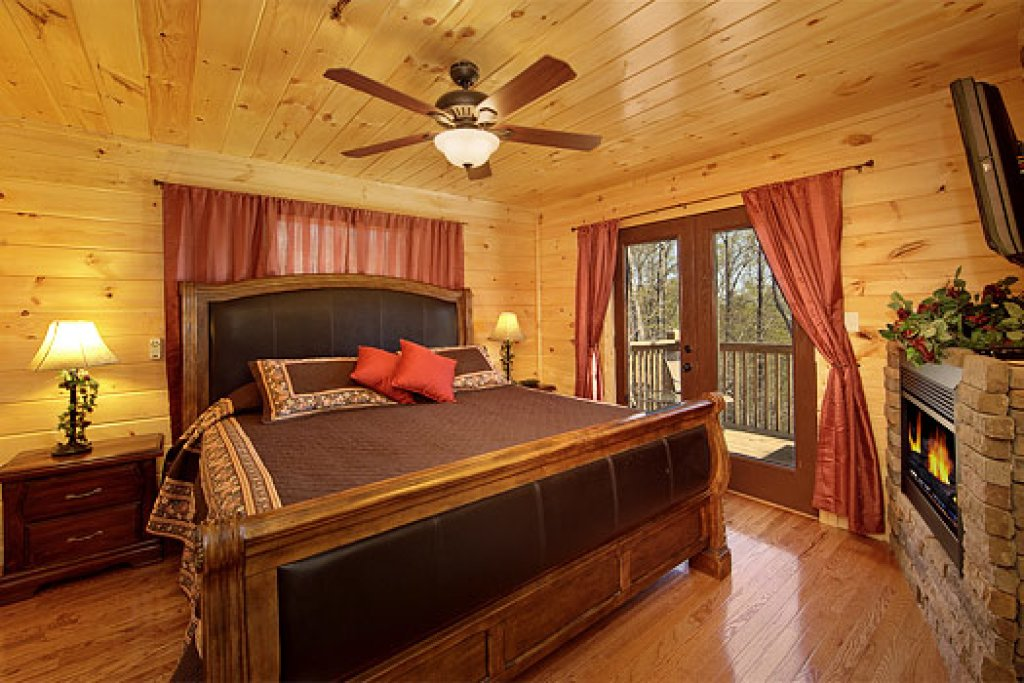 Photo of a Pigeon Forge Chalet named Above The Clouds - This is the eighth photo in the set.