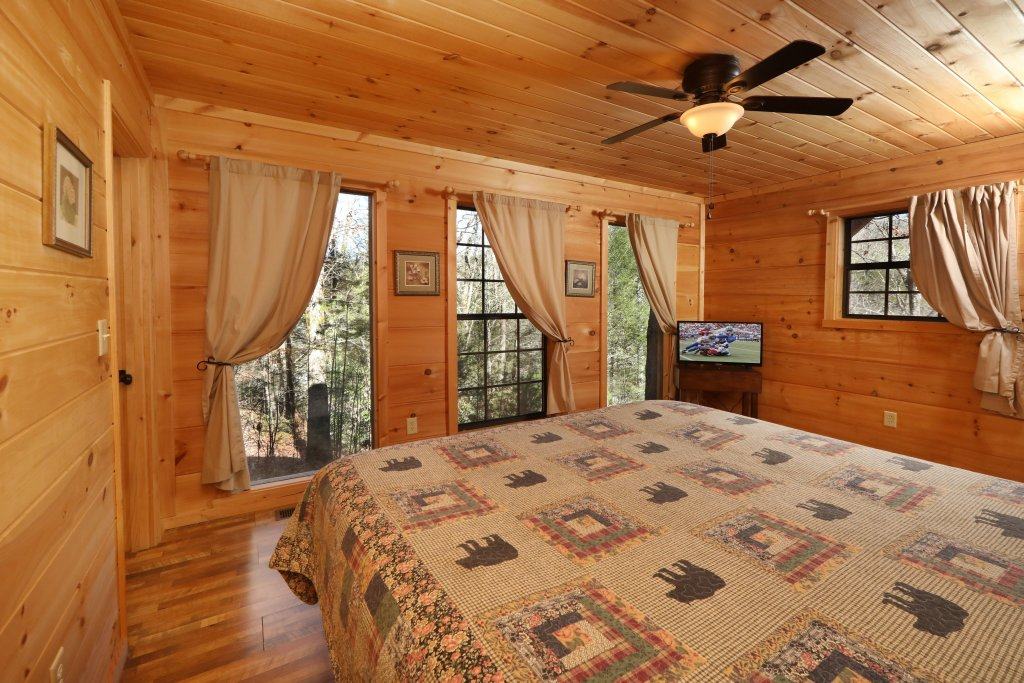 Photo of a Pigeon Forge Cabin named Above The Falls #144 - This is the twelfth photo in the set.