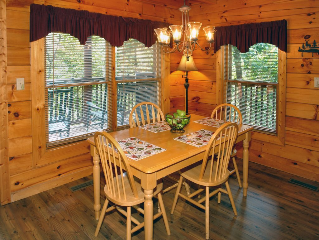 Photo of a Pigeon Forge Cabin named Buddy Bear #249 - This is the twenty-second photo in the set.