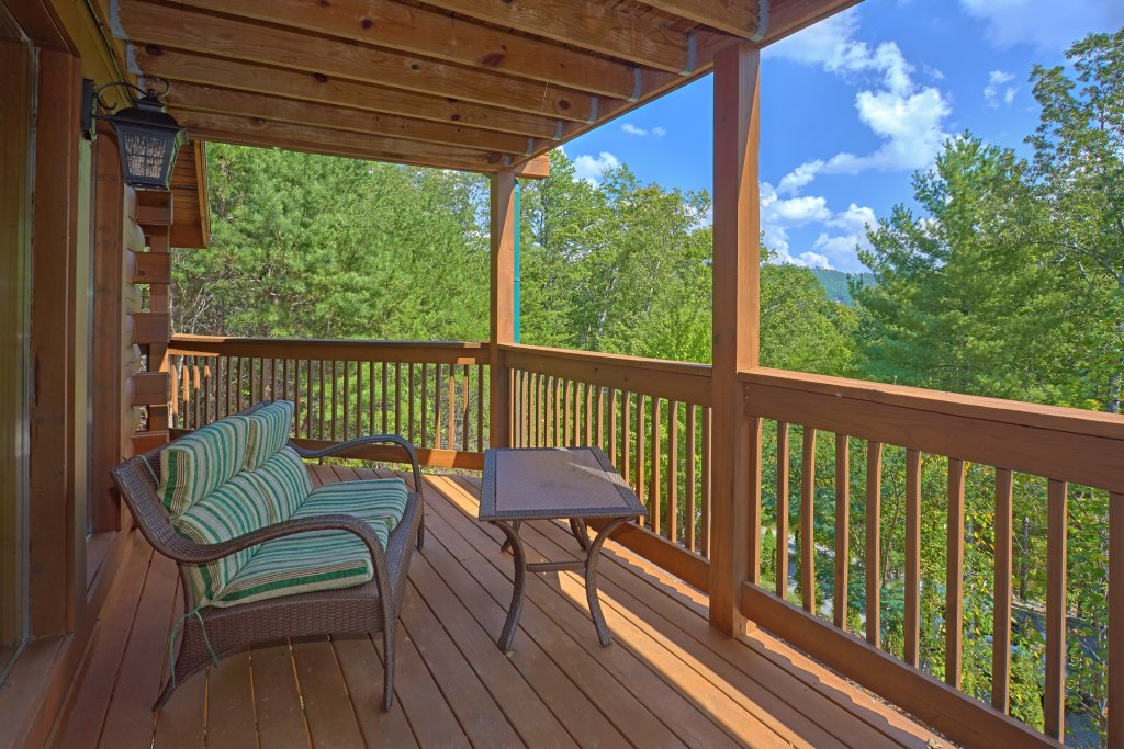 Photo of a Pigeon Forge Cabin named Heavenly Hideaway #256 - This is the thirty-first photo in the set.