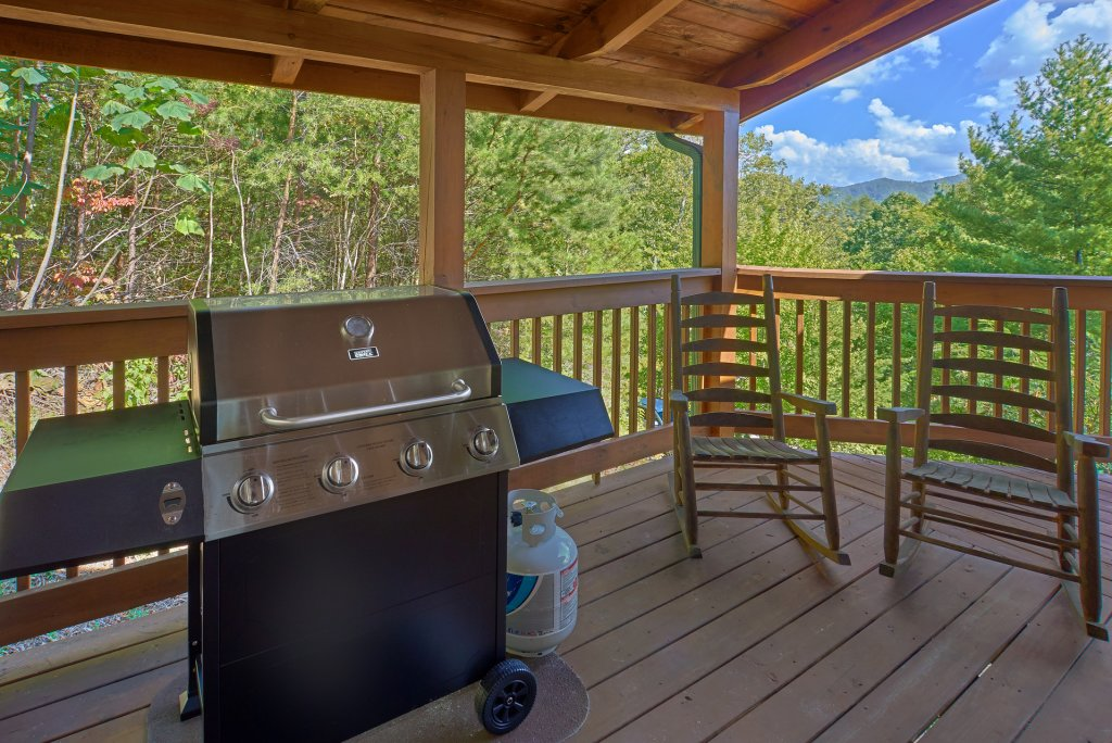 Photo of a Pigeon Forge Cabin named Heavenly Hideaway #256 - This is the thirty-second photo in the set.