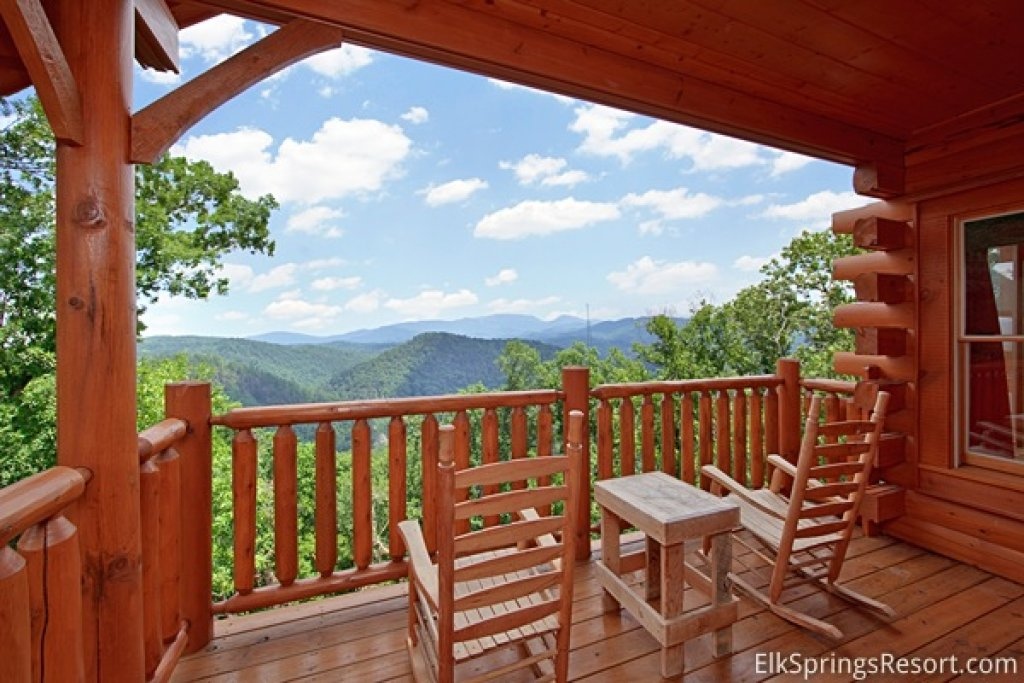 Photo of a Pigeon Forge Cabin named Mountain Dreams (#104) - This is the first photo in the set.