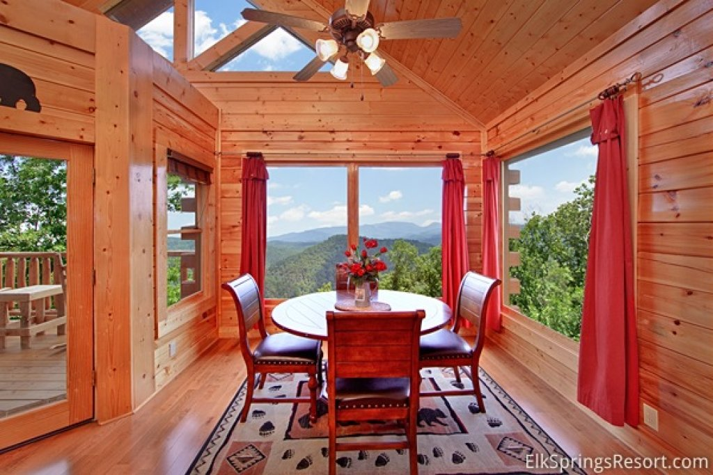 Photo of a Pigeon Forge Cabin named Mountain Dreams (#104) - This is the fifth photo in the set.
