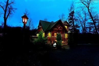 Romantic 2 Bedroom Cabin In Gatlinburg