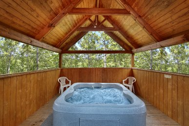 1 Bedroom With Tree House Hot Tub
