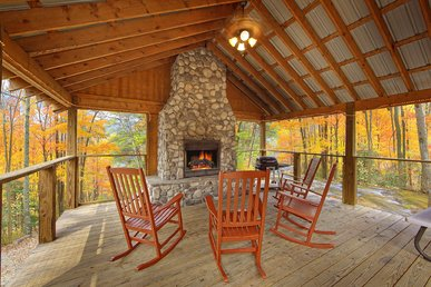 Cabin on the Creek!  4 Bedroom Luxury Cabin with outdoor fireplace!