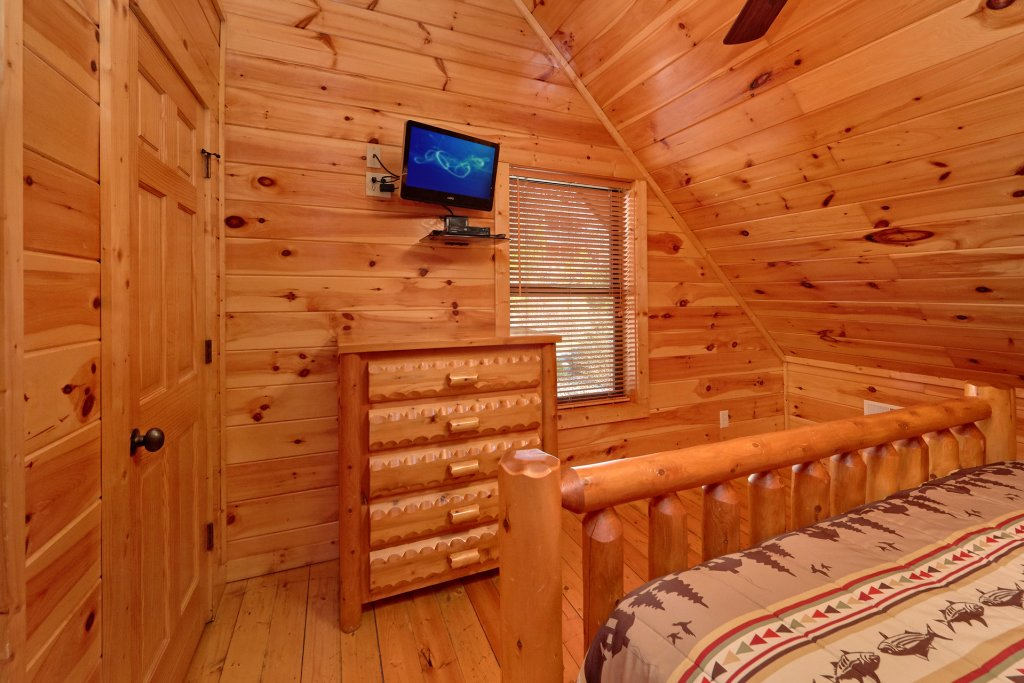 Photo of a Gatlinburg Cabin named Beary Cozy - This is the eighteenth photo in the set.
