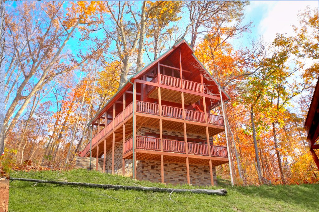 Photo of a Gatlinburg Cabin named Summit Sanctuary - This is the sixteenth photo in the set.