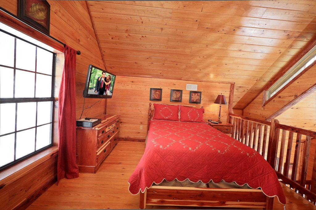 Photo of a Gatlinburg Cabin named Smoky Mountain Romance - This is the twelfth photo in the set.