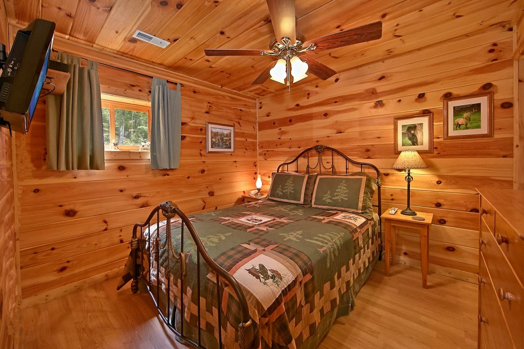 Photo of a Gatlinburg Cabin named Cajun Hideaway - This is the eleventh photo in the set.