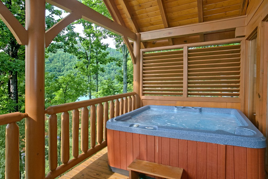 Photo of a Pigeon Forge Cabin named Sweet Retreat - This is the second photo in the set.
