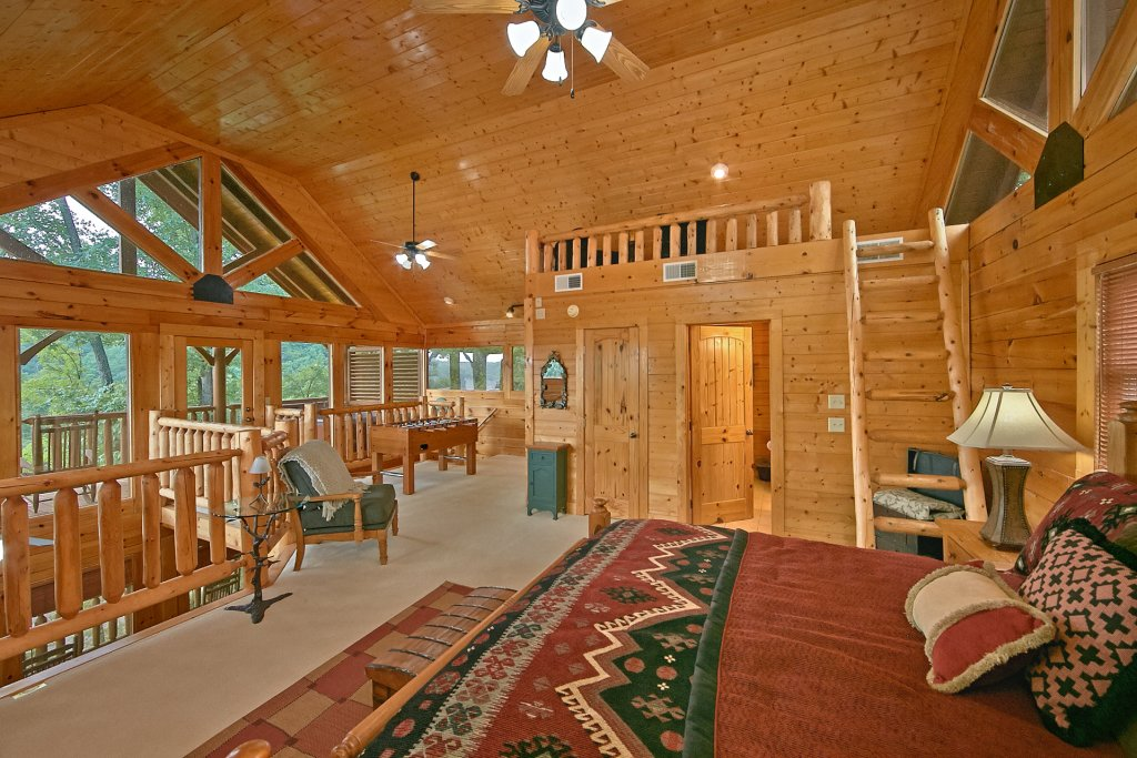 Photo of a Pigeon Forge Cabin named Sweet Retreat - This is the twelfth photo in the set.