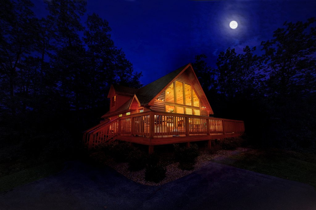 Photo of a Gatlinburg Cabin named Bearfoot Memories - This is the first photo in the set.