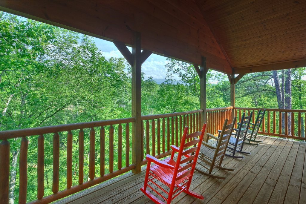 Photo of a Gatlinburg Cabin named Four Seasons - This is the fourth photo in the set.