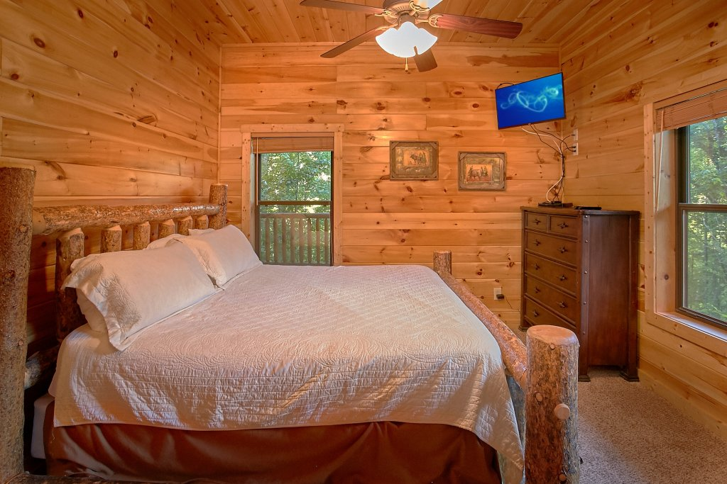 Photo of a Gatlinburg Cabin named Four Seasons - This is the nineteenth photo in the set.