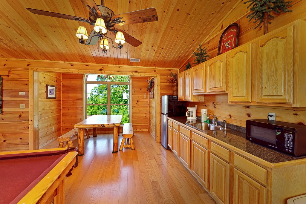 Photo of a Gatlinburg Cabin named Big Bear Lodge - This is the thirteenth photo in the set.