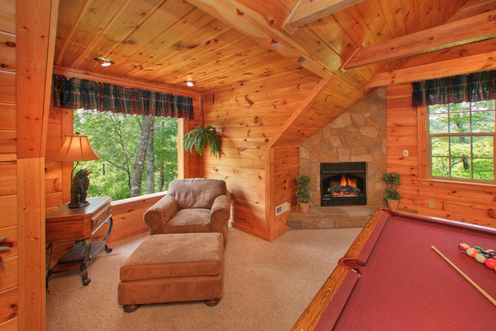 Photo of a Gatlinburg Cabin named Bearfoot Memories - This is the twenty-first photo in the set.