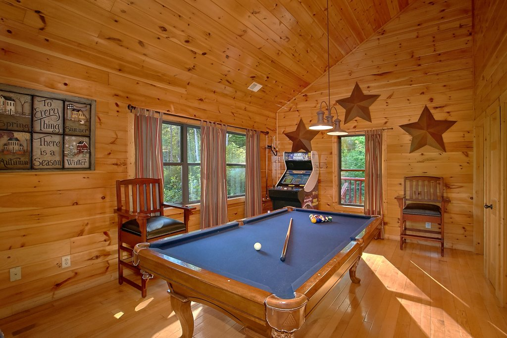 Photo of a Gatlinburg Cabin named Four Seasons - This is the ninth photo in the set.