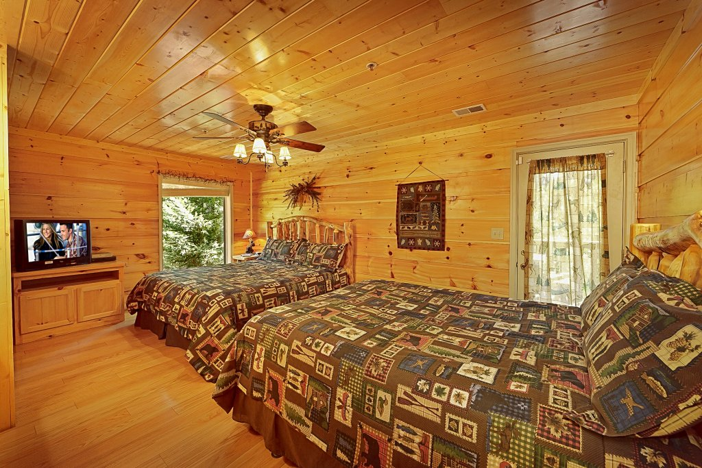 Photo of a Gatlinburg Cabin named Big Bear Lodge - This is the twenty-second photo in the set.
