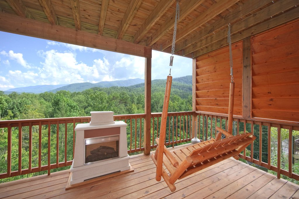 Photo of a Gatlinburg Cabin named Whispering Creek - This is the second photo in the set.