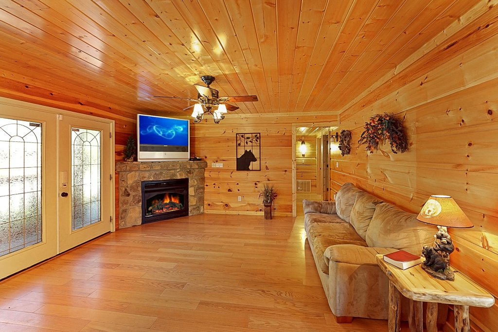 Photo of a Gatlinburg Cabin named Big Bear Lodge - This is the tenth photo in the set.