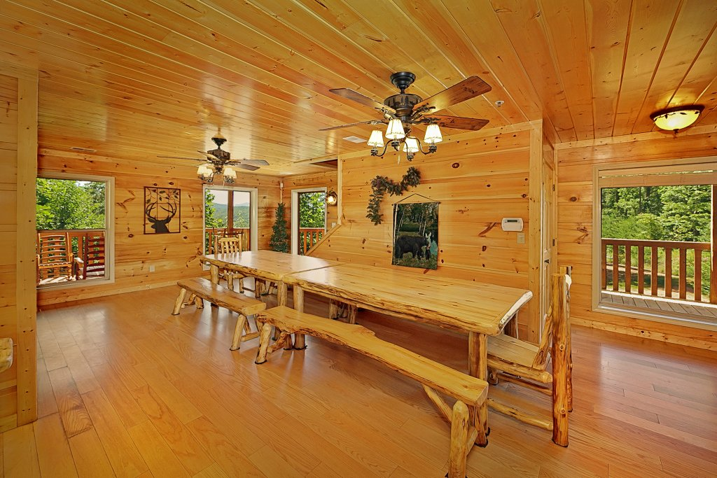 Photo of a Gatlinburg Cabin named Big Bear Lodge - This is the fifteenth photo in the set.