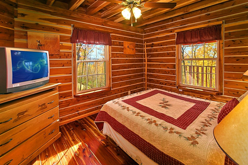 Photo of a Gatlinburg Cabin named Deer To My Heart - This is the thirteenth photo in the set.