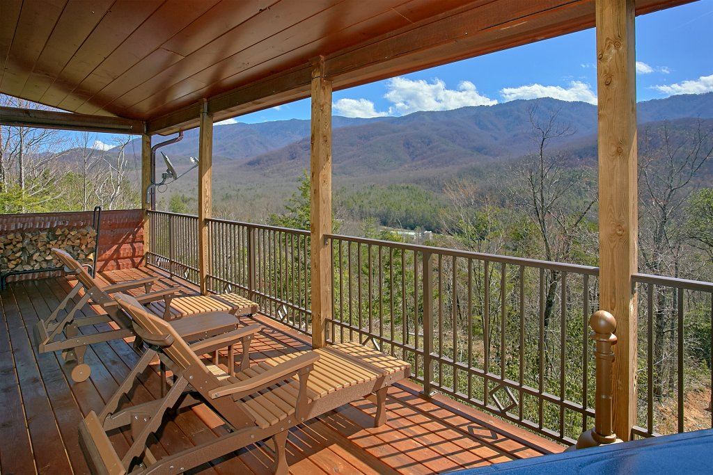 Photo of a Gatlinburg Cabin named Livin It Up - This is the fifth photo in the set.
