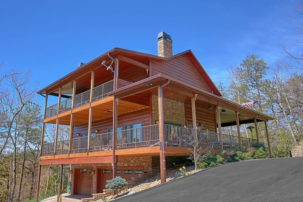 Photo of a Gatlinburg Cabin named Livin It Up - This is the twenty-ninth photo in the set.