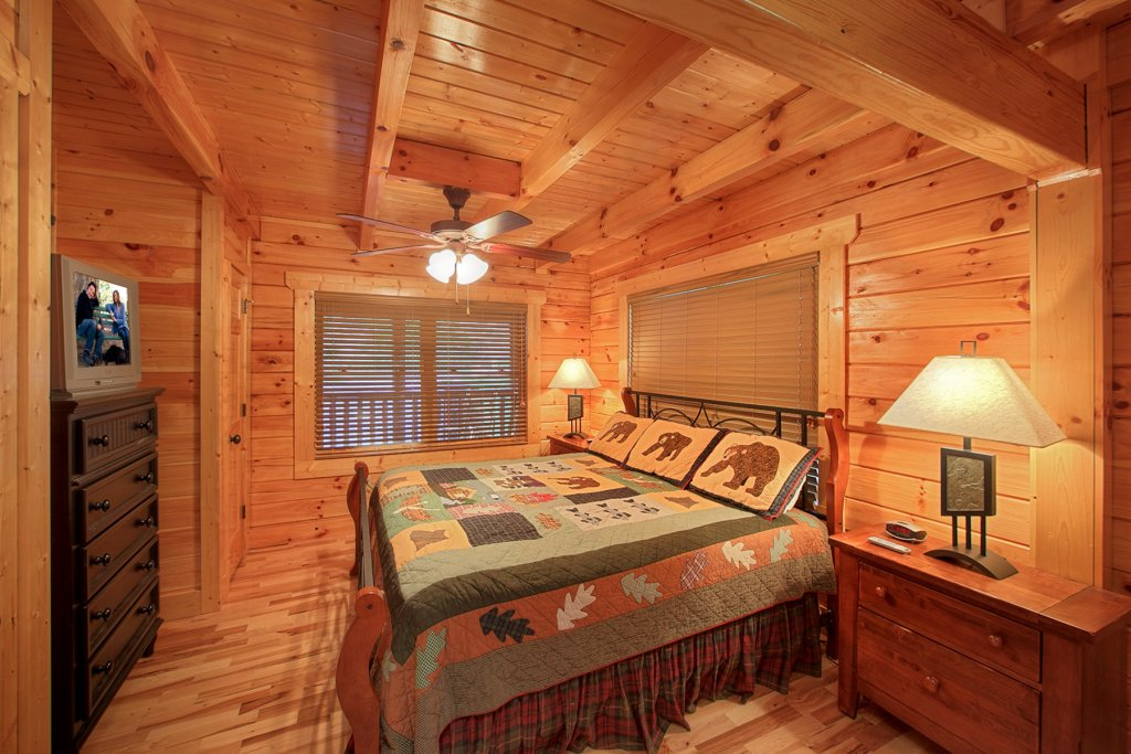 Photo of a Gatlinburg Cabin named A Touch Of Class - This is the eleventh photo in the set.