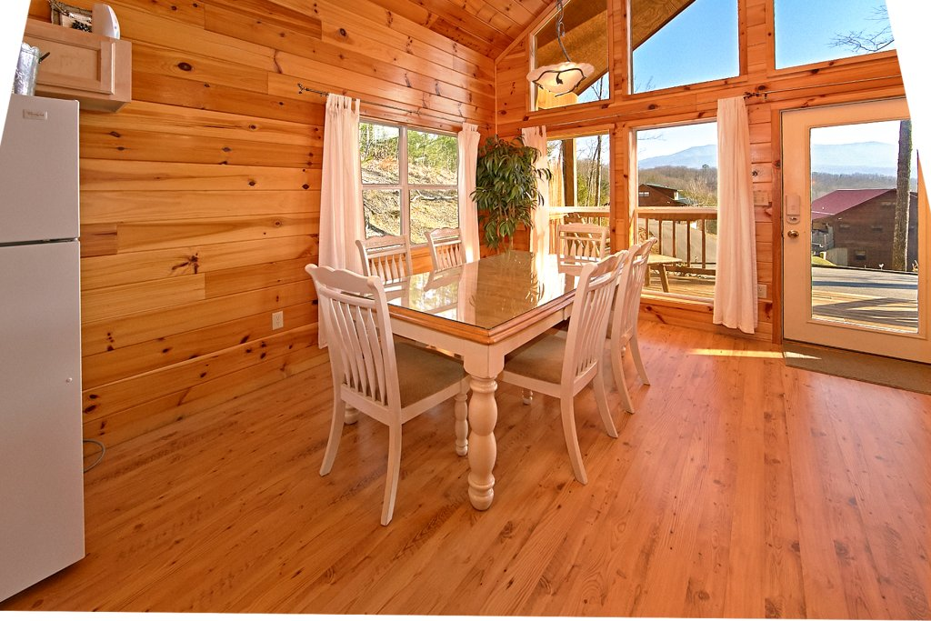 Photo of a Gatlinburg Cabin named A Slice Of Heaven - This is the fortieth photo in the set.