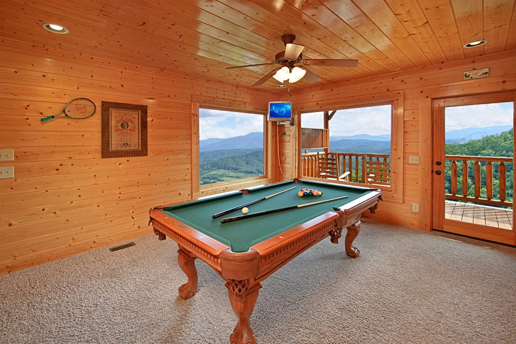 Photo of a Pigeon Forge Cabin named Ridgetop Retreat (#50) - This is the third photo in the set.
